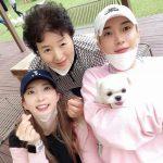 イトゥク(SUPER JUNIOR)、美人姉&母との3ショット公開 =愛犬も一緒に秋夕連休