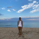 俳優チ・チャンウク、海辺に現れた彫刻男神…ナチュラルな魅力