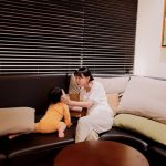 歌手イ・ジヘ(元S#arp)、芸人ユ・ジェソクと同じ高級マンションで娘とのひと時…ホテル級のリビングに注目