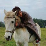 イ・ジュンギ、これがまさに白馬の王子さま…プロ級の乗馬の腕前(動画あり)