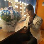 """「愛の不時着」出演俳優キム・ジョンヒョン、日本での初ファンミ終了後、指ハート""""ありがとうございます、健康に"""""""