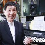 作曲家パク・ヒョヌ、34年ぶりに死別したと思っていた妻と再会=夫婦で「アイコンタクト」に出演
