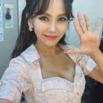 女優キム・ジウの娘、SUGA(BTS)ファンを証明!「パパ泣いちゃう」(動画あり)