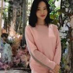 イ・ジョンヒョン、女優オム・ジウォンから贈られたニット着て41歳とは思えない美貌を公開