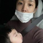 女優キム・ビヌ化粧する時間なし、泣く我が子をなだめ大変なママの1日
