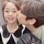 女優キム・ボミ、ユン・ジョンイルが頬にキス「近くで見ると気持ち悪い」