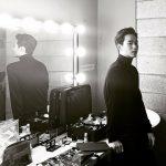 俳優キム・スヒョン、雰囲気のあるモノクロショットで近況公開