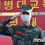 「SHINee」ミンホ、きょう(15日)ファンの前で除隊を報告「待っていてくれて感謝」