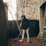"""チャン・グンソク、絵画のようなビジュアルで ″落ち葉掃除""""をロマンティックに演出?!"""