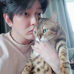 <トレンドブログ>俳優ユン・ギュンサン、幸せな愛猫家の日常…愛猫たちと一緒に