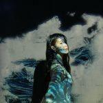 歌手IU(アイユー)、もう子供ではなく妖精…神秘的な「夢幻美」爆発