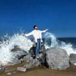"""<トレンドブログ>オン・ソンウ、岩の上でグラビアのようなポーズ""""波を治める場合の数"""""""