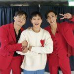 東方神起ユンホ、オンラインファンミーティング終え、チャンミンとミンホ(SHINee)と3人で笑顔でピース!