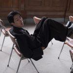 CNBLUEイ・ジョンシン、オールブラックファッションで脚の長さを誇る