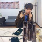チャン・グンソク、ファンミに備え美顔器でお肌のお手入れ中?!
