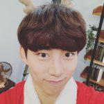 """2PMテギョン、クリスマスの雰囲気でキュートな笑顔…""""セルカはほんとに難しい"""""""