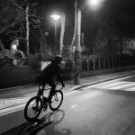 キム・スヒョン、自転車に乗る姿もかっこいい…真夜中のサイクリング