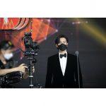 俳優パク・ヘジン、黒いマスクにスーツ姿で素敵ビジュアル爆発