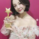 女優コ・ウナ、新人賞受賞に驚きすぎて涙我慢…女神が降臨したビジュアルを披露