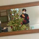 「CNBLUE」イ・ジョンシン、クリスマスツリーにときめく心♥