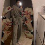 ジェニー(BLACKPINK)、家の中でもスポットライトを浴びる写真を公開
