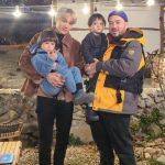 「EXO」KAI、サム・ハミントン家族と写真撮影でニッコリ