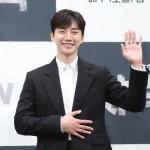 2PMイ・ジュノ、声を聞くだけでヒーリング…日本語、英語、韓国語で感謝のメッセージ(動画あり)