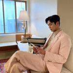 「SF9」ロウン、ピンクスーツもよく似合う…座っているだけでグラビア