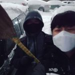 """CNBLUEカン・ミンヒョク、そっくりな父と子の姿が微笑み誘う…""""雪道気を付けてください! """""""