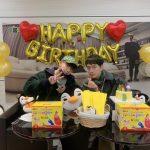 2PM JUN. K&チャンソン、ジュノへの愛情たっぷり…ジュノのいないジュノの誕生パーティー