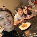 女優キム・ビヌ、夫で事業家チョン・ヨンジンの誕生日を家族でお祝い、ダイエットに成功したスリムな姿