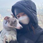 女優コン・ヒョジン、愛犬との近況を公開…寒い冬でも心温まるラブリーなツーショット