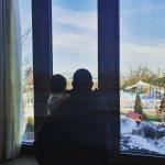 女優チャ・イェリョン、娘を抱くチュ・サンウクの後ろ姿をパチリ「愛してる」