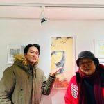 俳優ソン・スンホン、「秋の童話」「夏の香り」のユン・ソクホ監督とうれしい再会