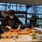 チャンミン(東方神起)、真剣なまなざしで料理に集中「料理を学ぶ歌手男」