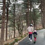 <トレンドブログ>ペク・チヨン♥チョン・ソクウォン、大きくなった娘との幸せな散歩時間。