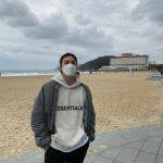 <トレンドブログ>俳優キム・ジフン、今日も素敵な海辺の長髪イケメン