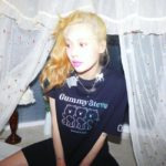 "<span class=""title"">歌手ヒョナ、恋人DAWNが撮ってくれた下衣失踪ルック…「ラブリーの定石」</span>"