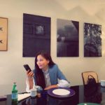 """<span class=""""title"""">女優コ・ソヨン、夫チャン・ドンゴンと夜のデート?…横から見てもきれいな彫刻美貌</span>"""