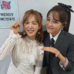 "<span class=""title"">キム・セジョン×「Red Velvet」ウェンディ、綺麗な子の隣に綺麗な子…控室ショット公開</span>"
