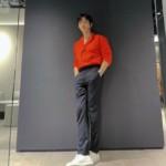 """<span class=""""title"""">2PMジュノ、まぶしいビジュアル公開…鮮やかなオレンジ色のシャツも完璧に着こなす</span>"""