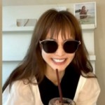 """<span class=""""title"""">女優のヤン・ミラ、""""コーヒーを美しく飲む動画""""にチャレンジもおどけた表情も愛らしい笑顔</span>"""