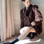 """<span class=""""title"""">女優チョン・ホヨン、足首の細さに驚き…ブランド品をトップモデルの着こなし</span>"""